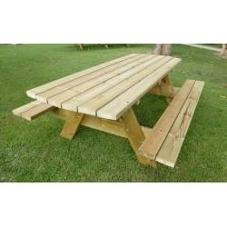 Grande table de pique-nique en bois accueillant 10 personnes