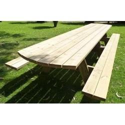 Grande table de pique-nique en bois accueillant 18 personnes