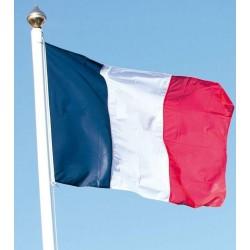 Pavillon français hisser sur un mât