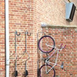 Support range-vélo à la verticale