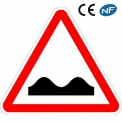 Panneau routier danger type Cassis ou dos d'âne (A2a) ralentisseur