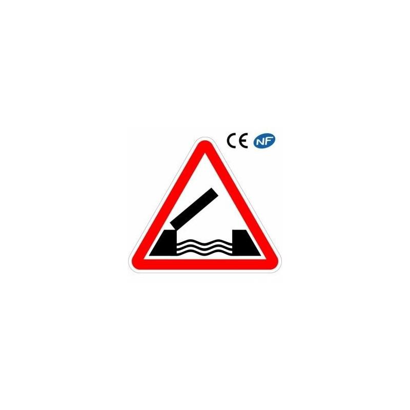 Panneau de route Danger proximité d'un pont mobile