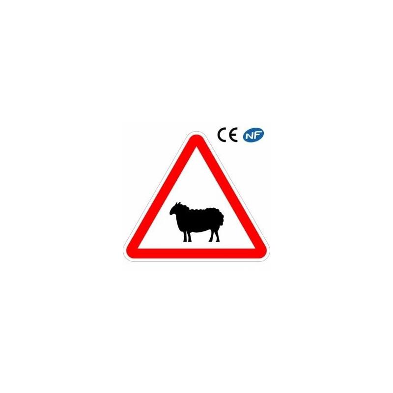 Panneau designalisation traversée d'animaux domestiques comme le mouton (A15a2)