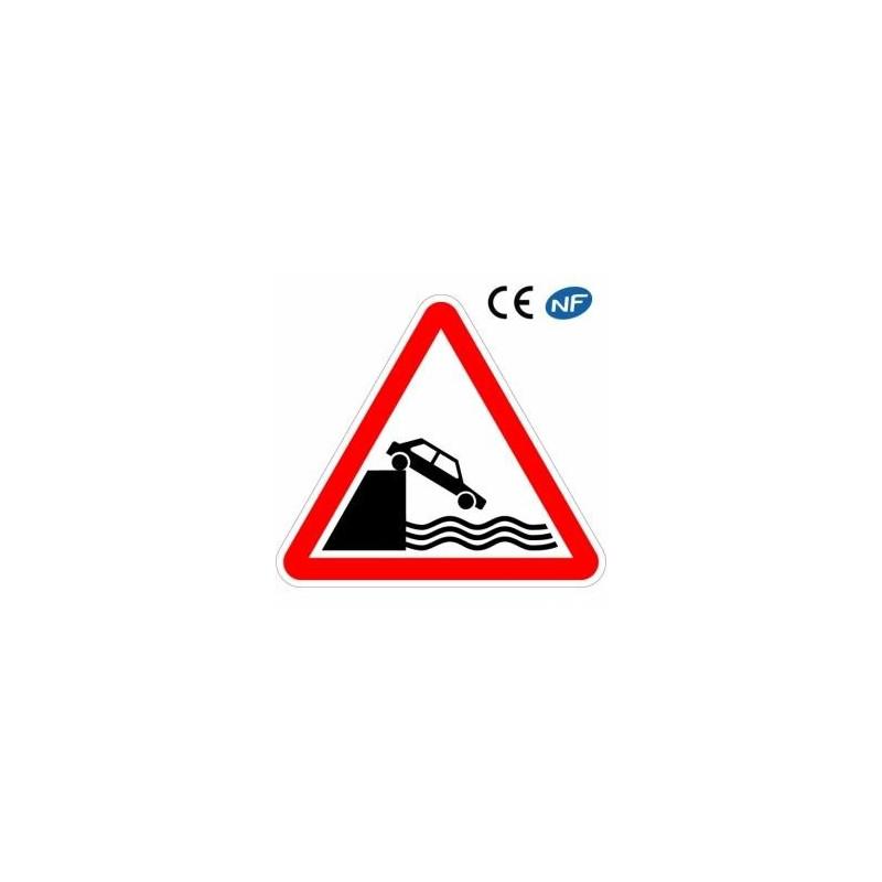 Panneau routier signalant un débouché sur un quai ou une berge (A20)