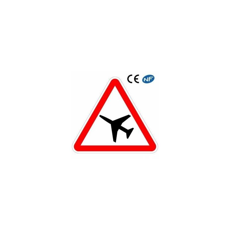 Panneau Danger Traversée d'une aire de danger avec passage d'avions (A23)