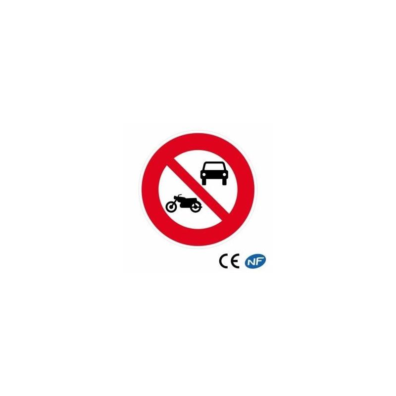 Panneau de circulation interdisant les véhicules à moteur de circuler sur la voie