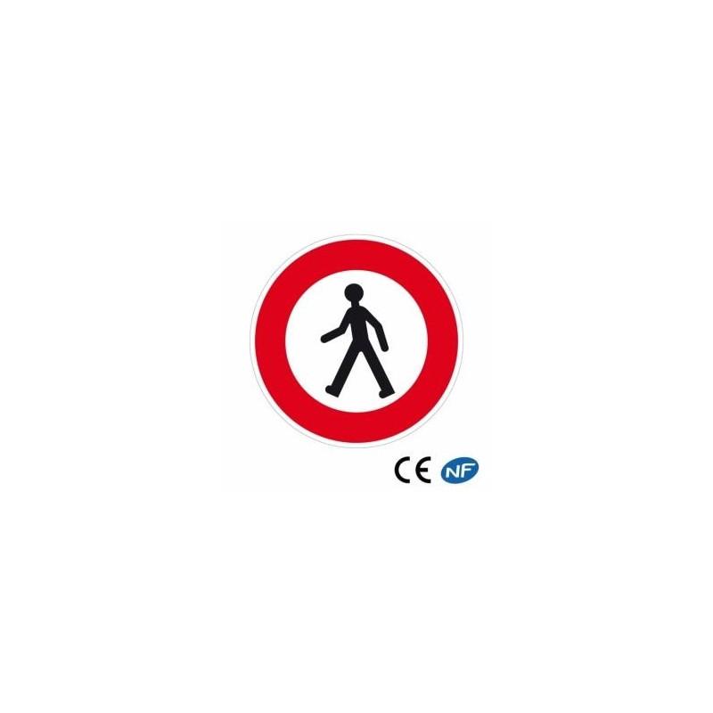 Panneau interdit aux piétons selon normes en vigueur
