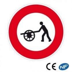 Panneau designalisation accès interdit aux voitures àbras (B9e)