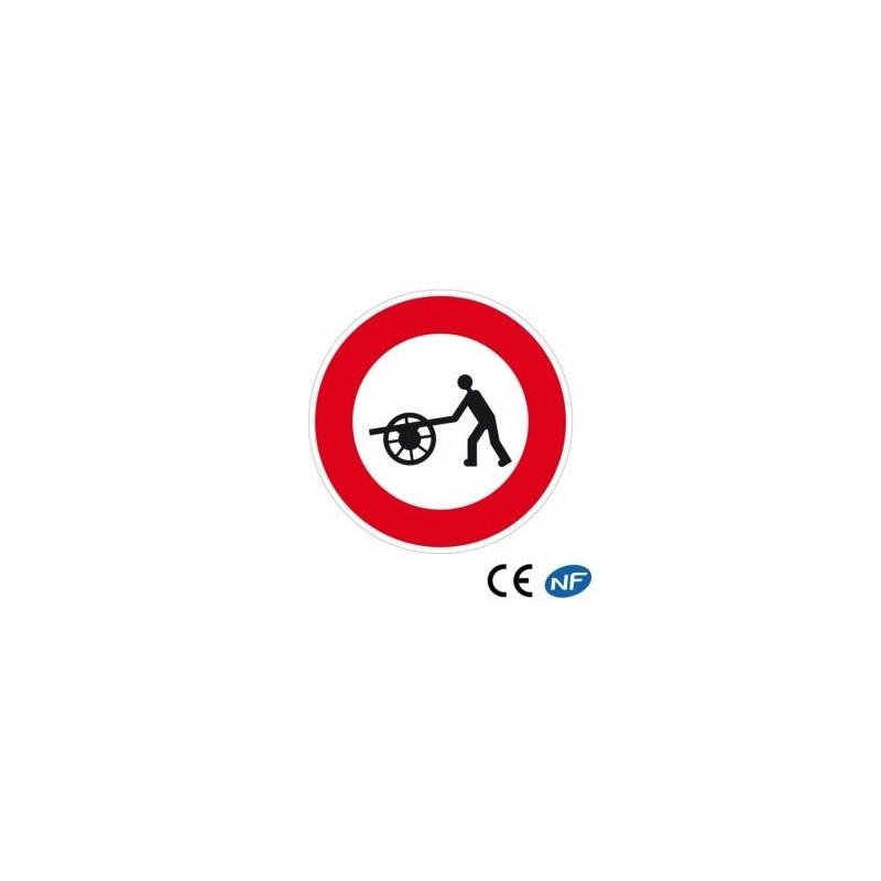 Panneau de signalisation indiquant une interdiction de passage aux véhicules à bras