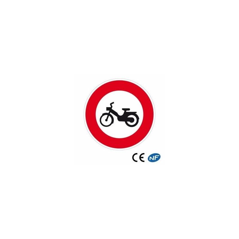 Panneau code de la route accès interdit aux cyclomoteurs