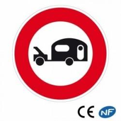 Panneau designalisation interdit aux véhicules tractant une caravane (B9i)