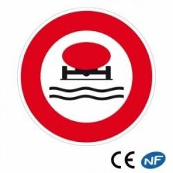 Panneau designalisation interdit aux véhicules demarchandises polluantes (B18b)