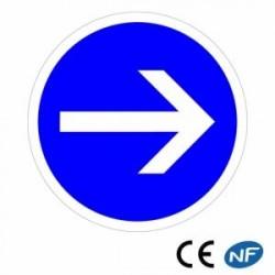 Panneau designalisation indiquant uneobligation detourner àdroite (B21.1)
