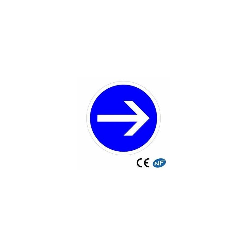 Panneau code de la route sur fond bleu. Obligation de tourner à droite B21.1