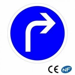 Panneau designalisation Direction obligatoire àdroite (B21c1)
