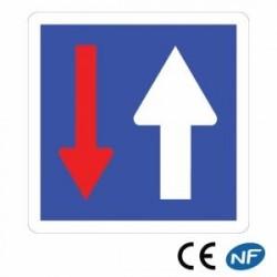 Panneau d'indication depriorité parrapport àlacirculation venant d'enface C18